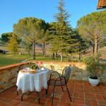 Colazione sul terrazzo della camera Vertine - Bed & Breakfast Il Cavarchino