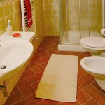 Montegrossi bathroom detail - Bed & Breakfast Il Cavarchino